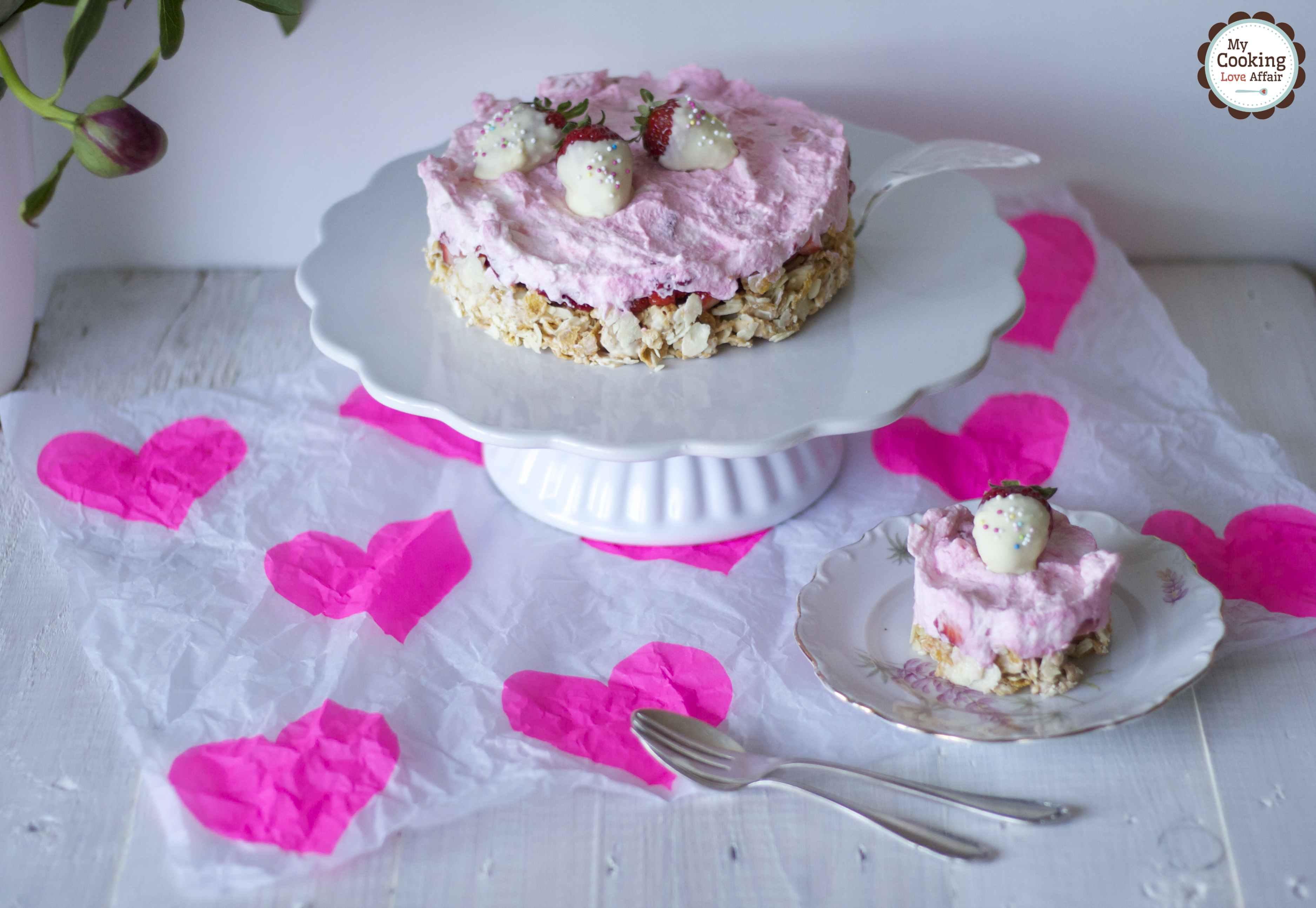 crunchy-strawberry-cake