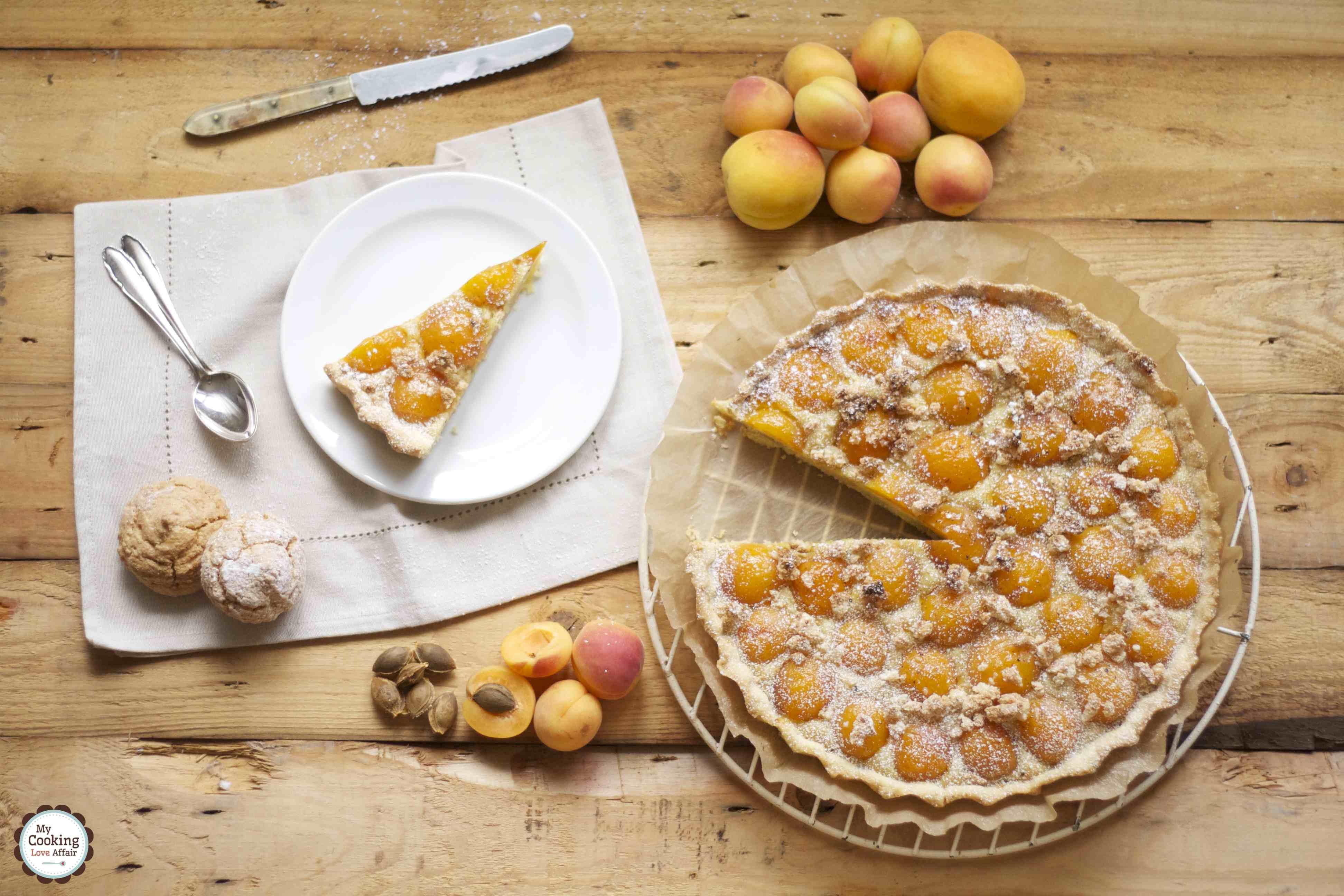 Tarte mit süßen Aprikosen und sardischen Amaretti morbidi