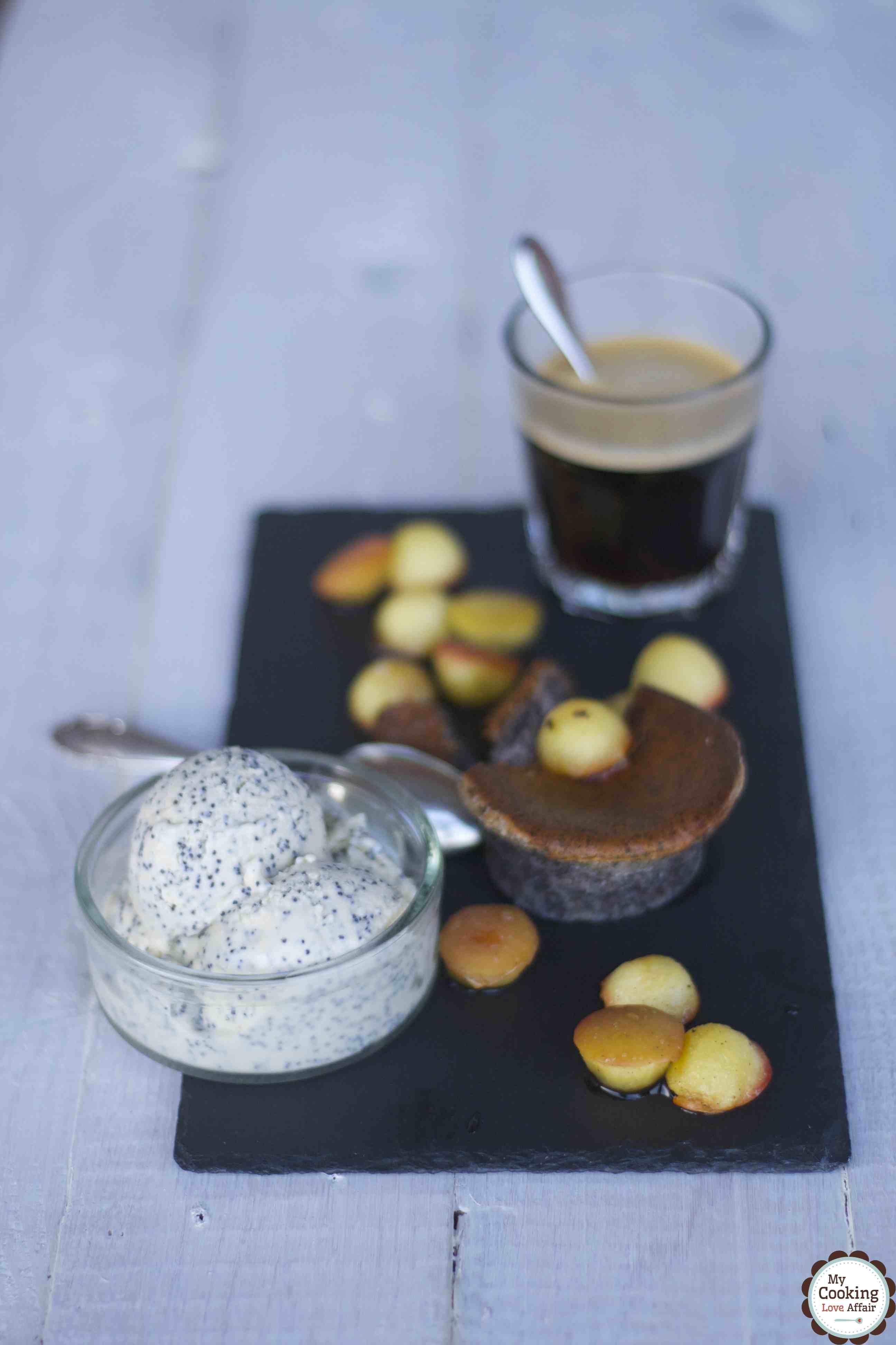Rotweinsoufflé mit Mohnglace und Calvados-Apfel