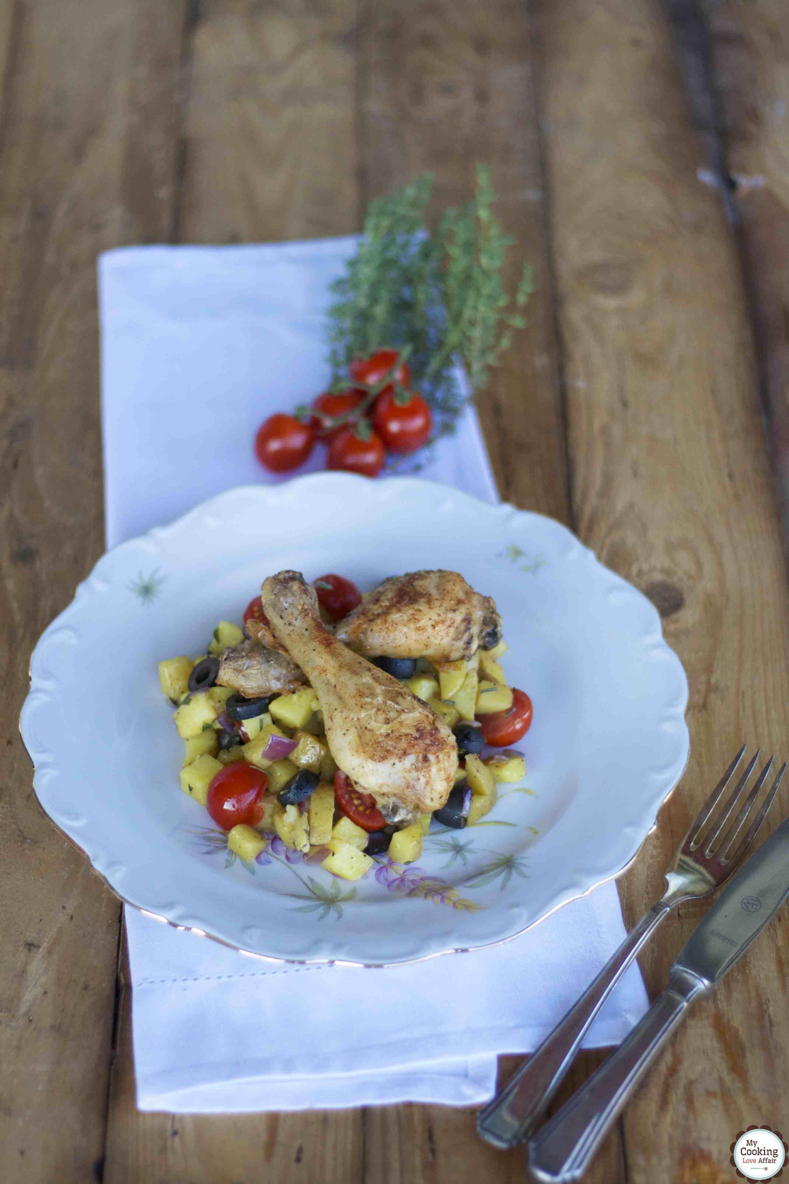 Hühnchen mit Rosmarinkartoffeln, schwarzen Oliven und Tomaten