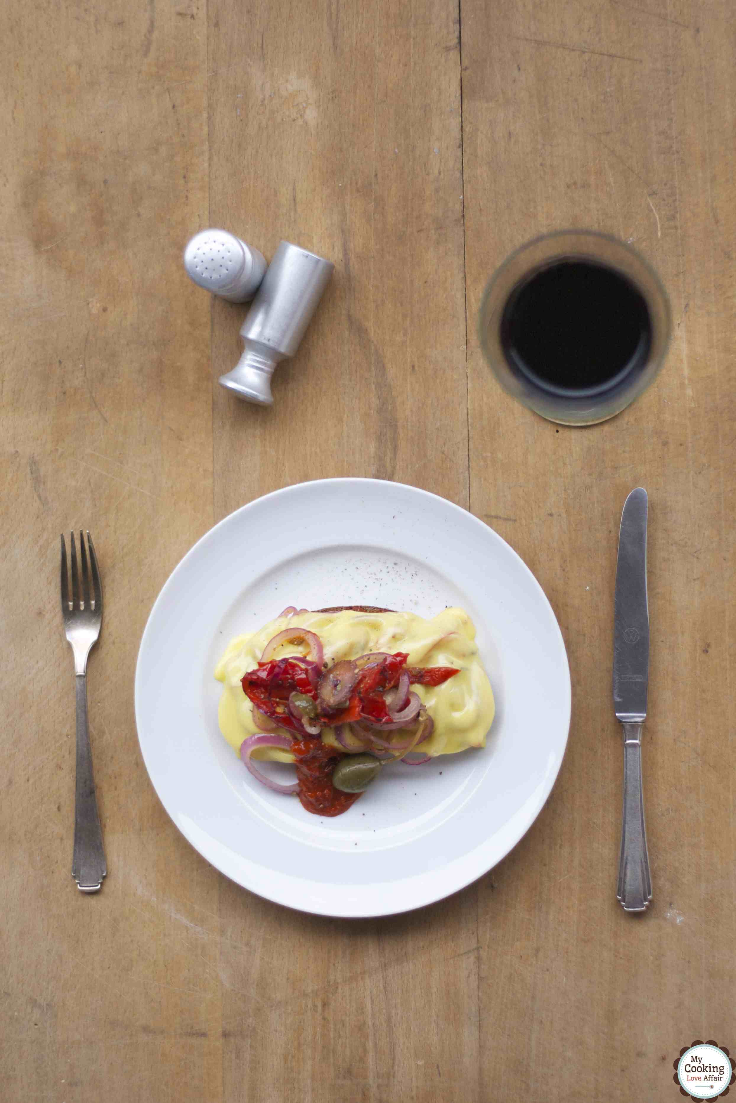 Ofenraclette-Brot mit Paprika-Zwiebeln