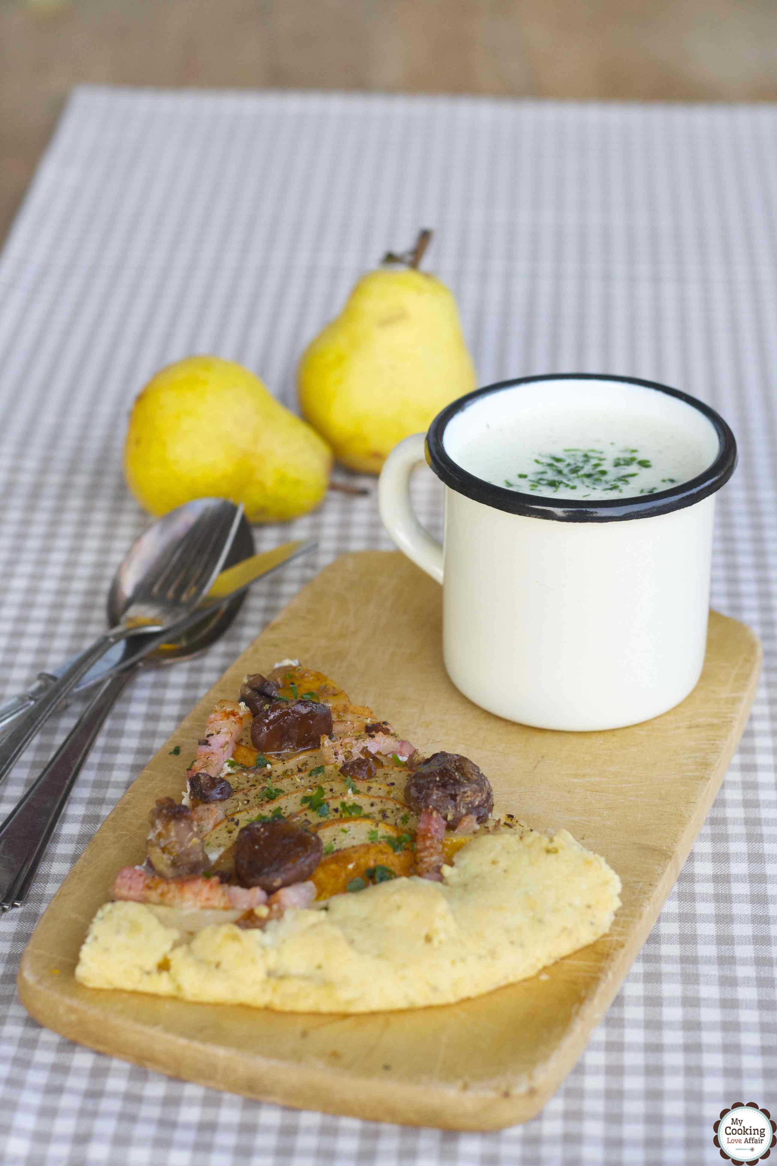 Birnen-Maronen-Galette mit Ziegenkäse und Zucchinicremesuppe