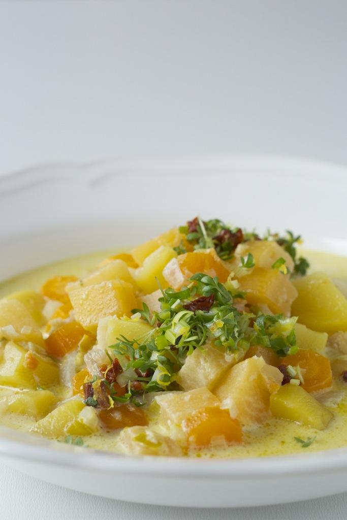 Wurzelgemüseeintopf mit Zitronen-Kresse-Gremolata