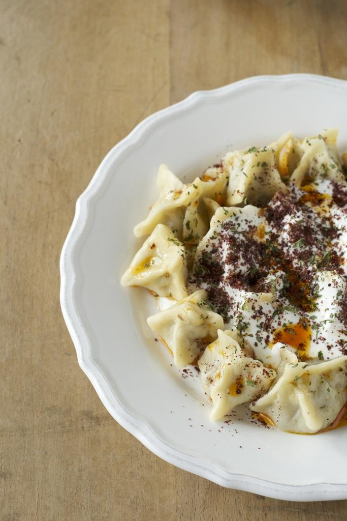 Mantı - Türkische Teigtaschen mit Joghurtsauce