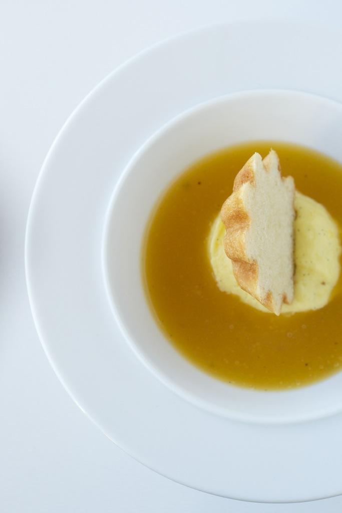 Brioche mit Mango-Sorbet und Winzersekt-Süppchen