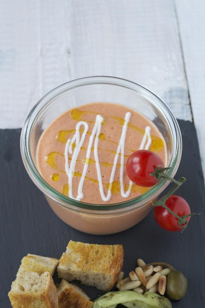 Tomatensuppe, geeist mit leckeren Einlagen