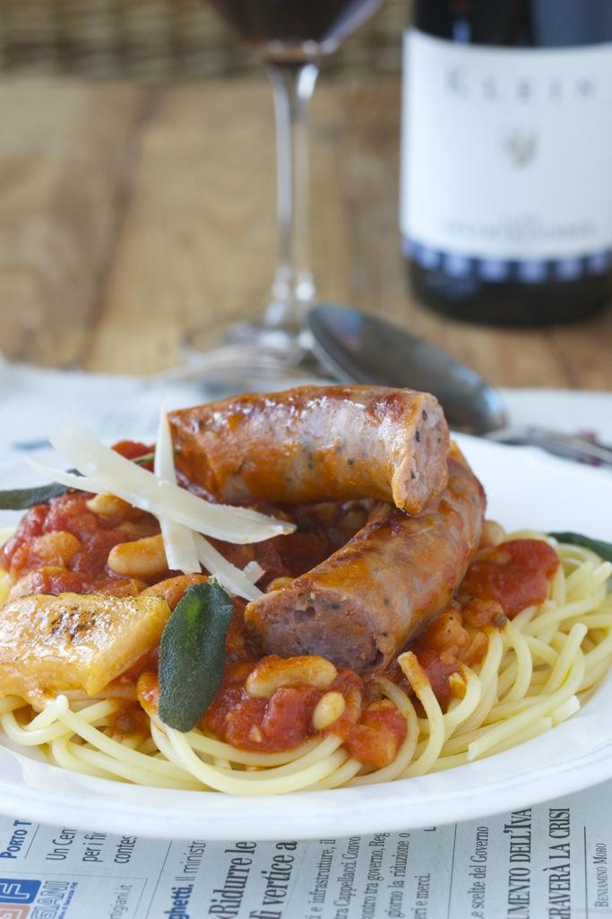 Salsiccia Toscana con Pomodori e Fagioli Cannellini