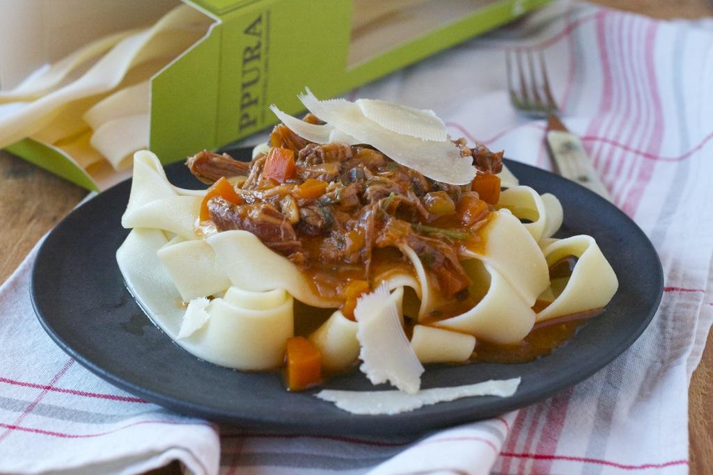 Ragout Bolognese-Art und beste Pasta für einen wirklich guten Zweck!