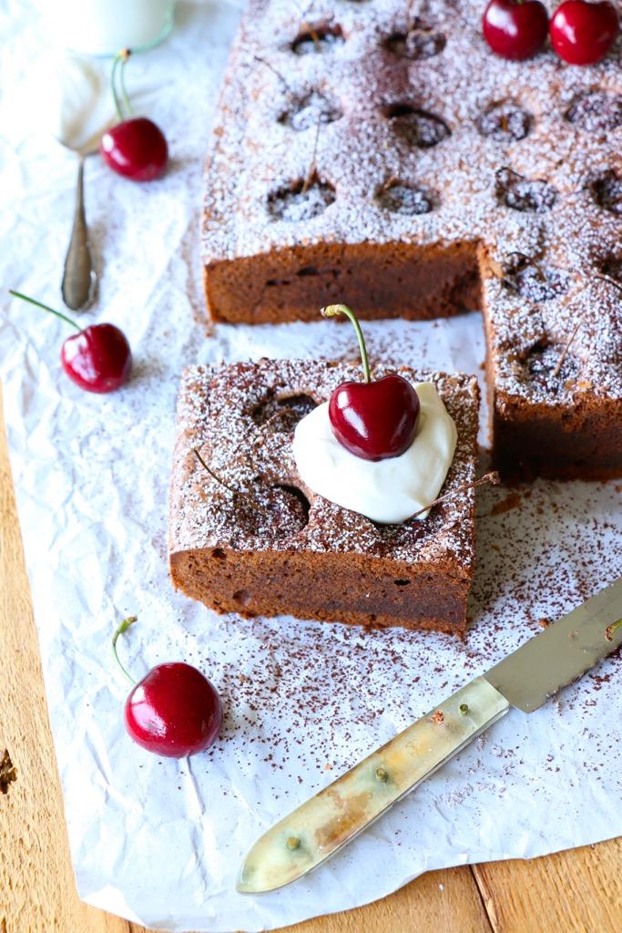Brownies mit Kirschen und der Neue