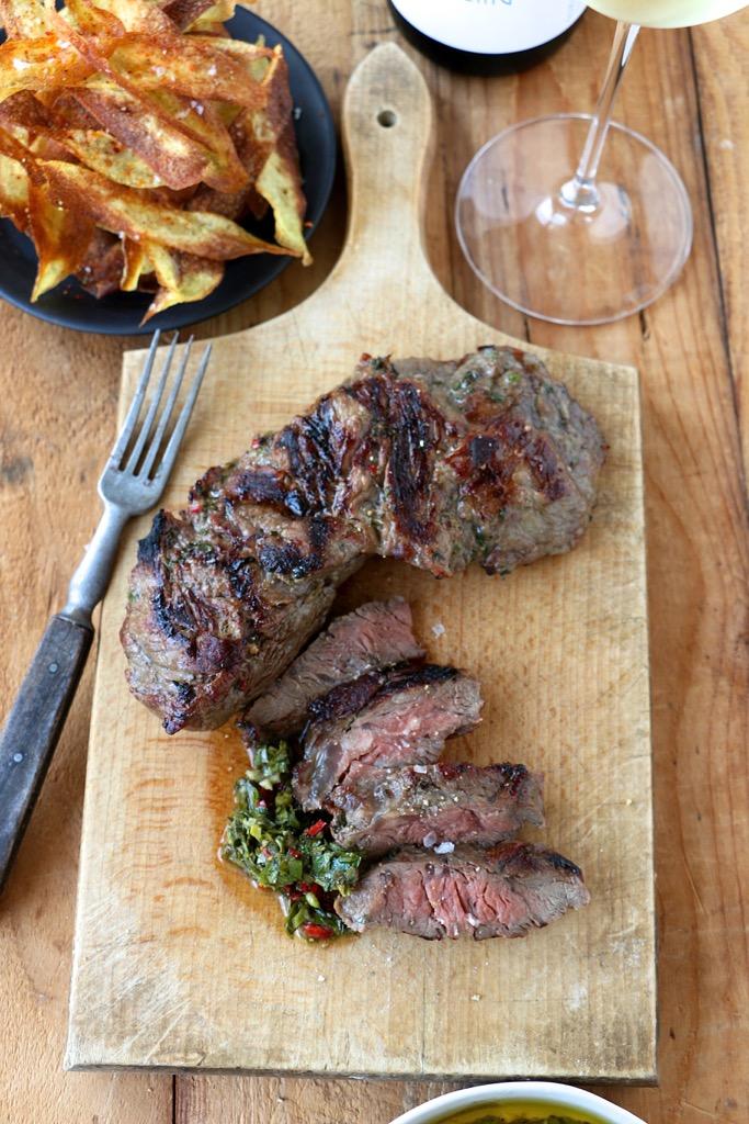Spider-Steak, Chimichurri und pikante Knusperkartoffeln