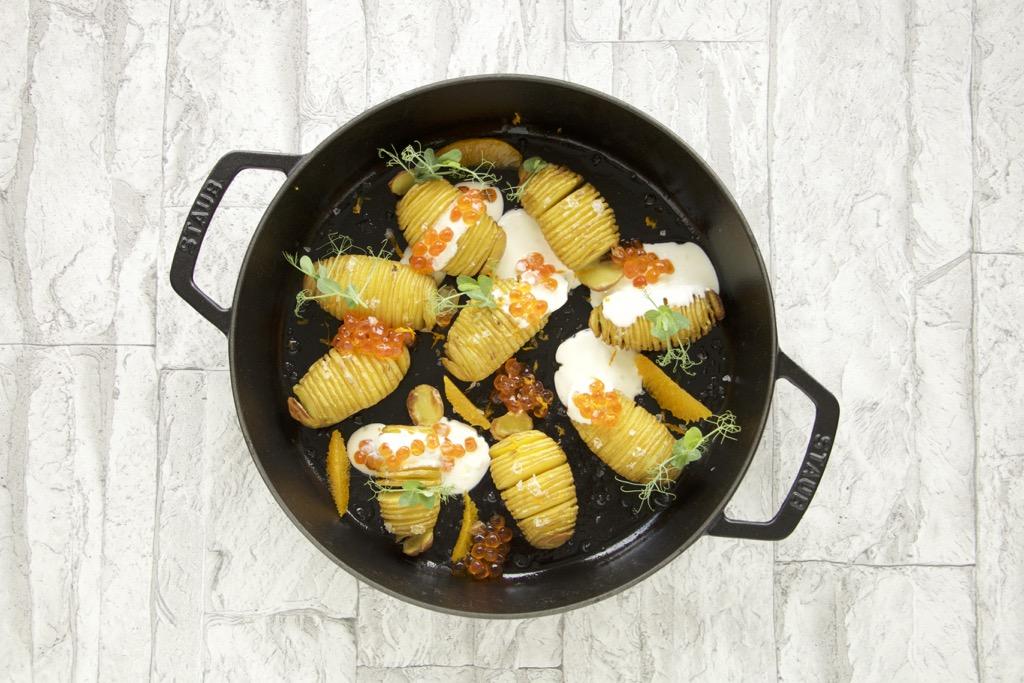 Ofenkartoffeln mit Wildlachs-Caviar und Orangen-Crème fraîche