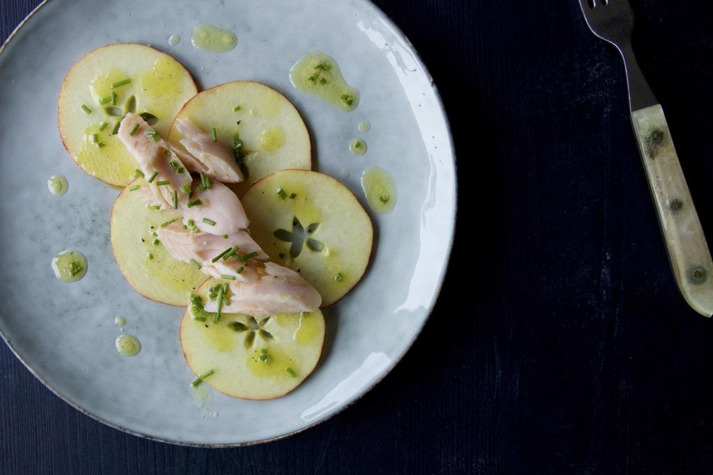 Räucherforelle auf Apfel mit Weißweinvinaigrette