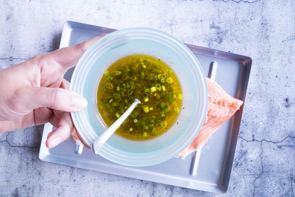 Lachs-vom-grill-mit-tomaten-avocado-salsa-2