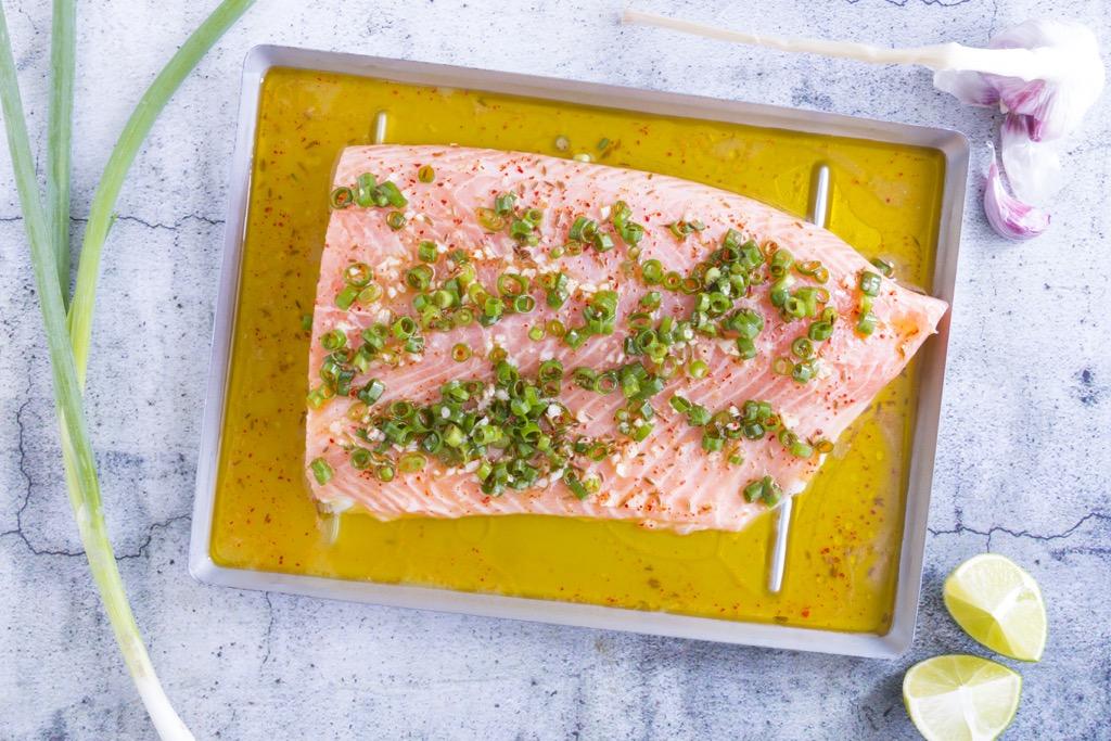 Lachs-vom-grill-mit-tomaten-avocado-salsa-3