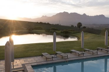 Asara-Sonnenuntergang-am-Pool
