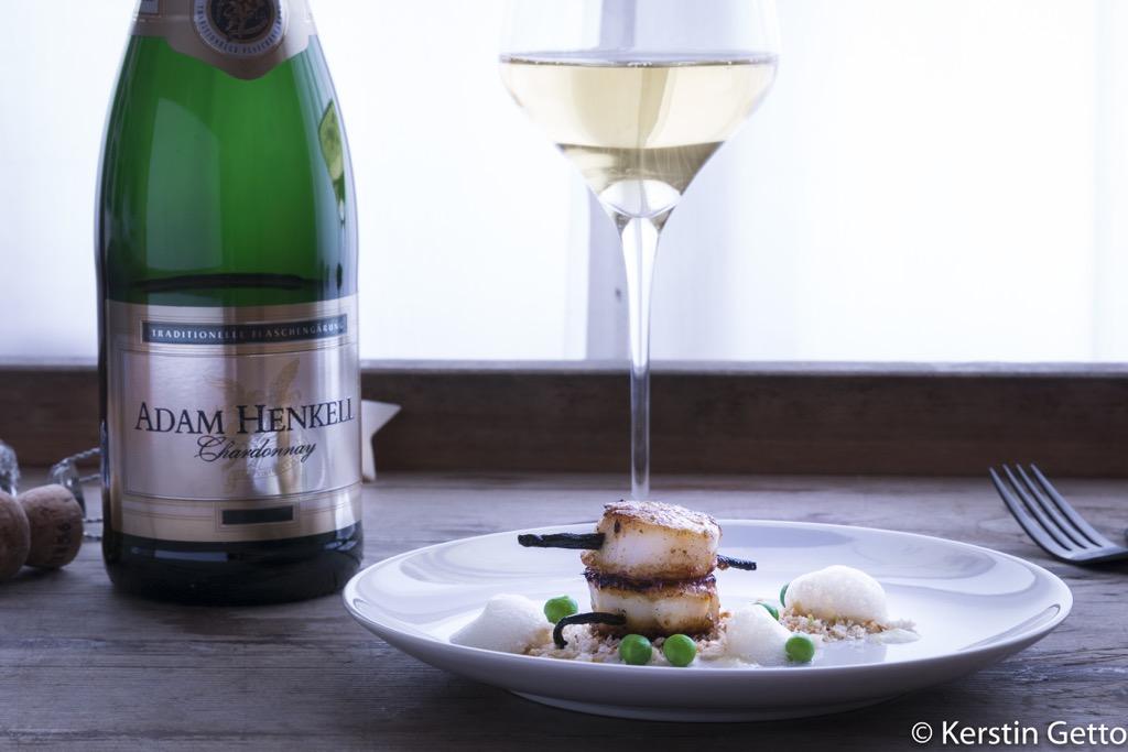 Henkell-Vanille-Jakobsmuscheln-Chardonnay-Schaum-Yuzugel-Erbsen-Limetten-Panko-3