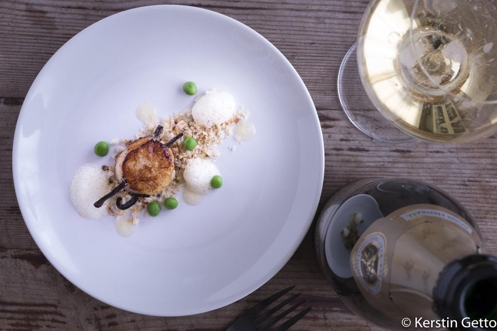 Henkell-Vanille-Jakobsmuscheln-Chardonnay-Schaum-Yuzugel-Erbsen-Limetten-Panko-5