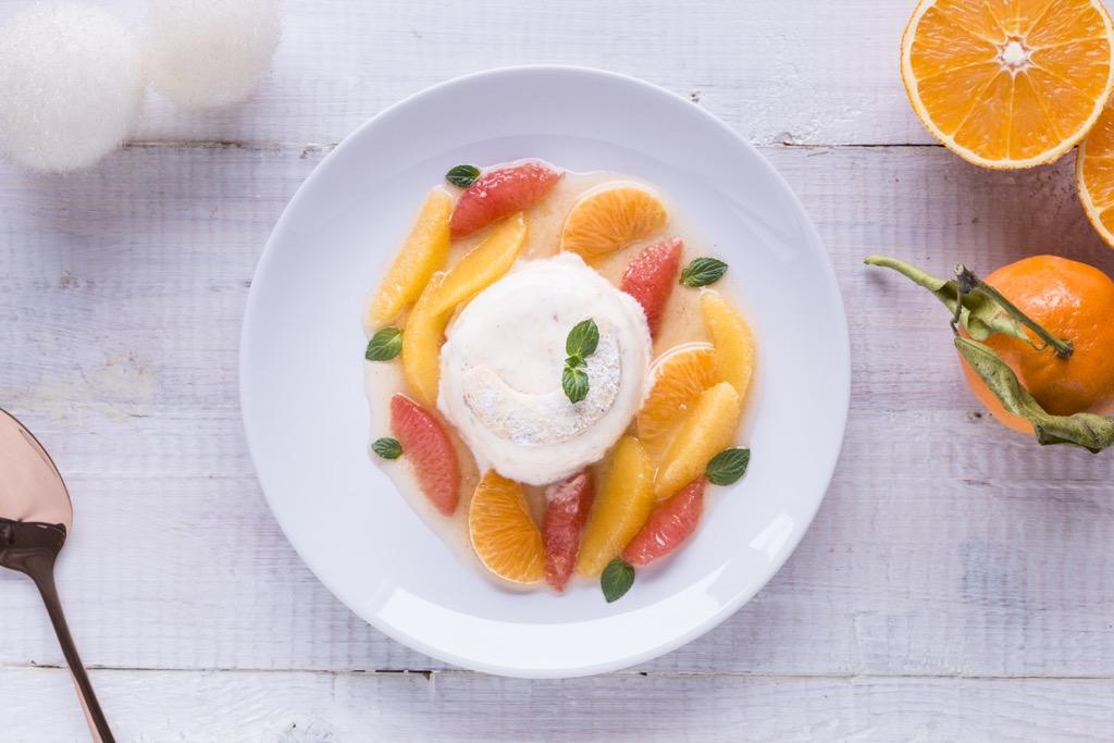 Vanillekipferl-Parfait-auf-Zitrus-Salat