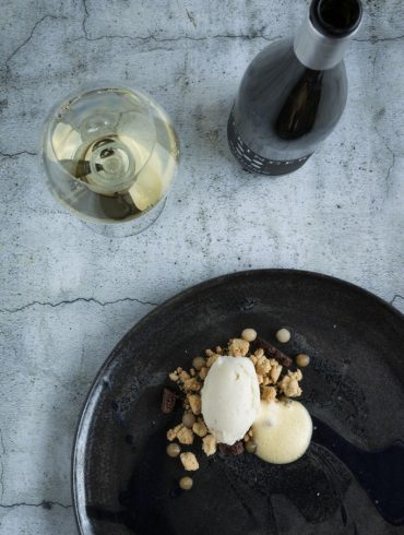 Das-Perfekte-Dinner-Birnen-Gin-Sorbet-Ingwer-Streusel-Rieslingsabayon-Birnenbällchen-Luftschokolade