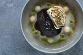 Das-Perfekte-Dinner-Ochsenbacken-Rotwein-Jus-Semmel-Frühlingsrollen-Gewürz-Nashi-Birnen-Perlzwiebeln-Petersilienöl-2