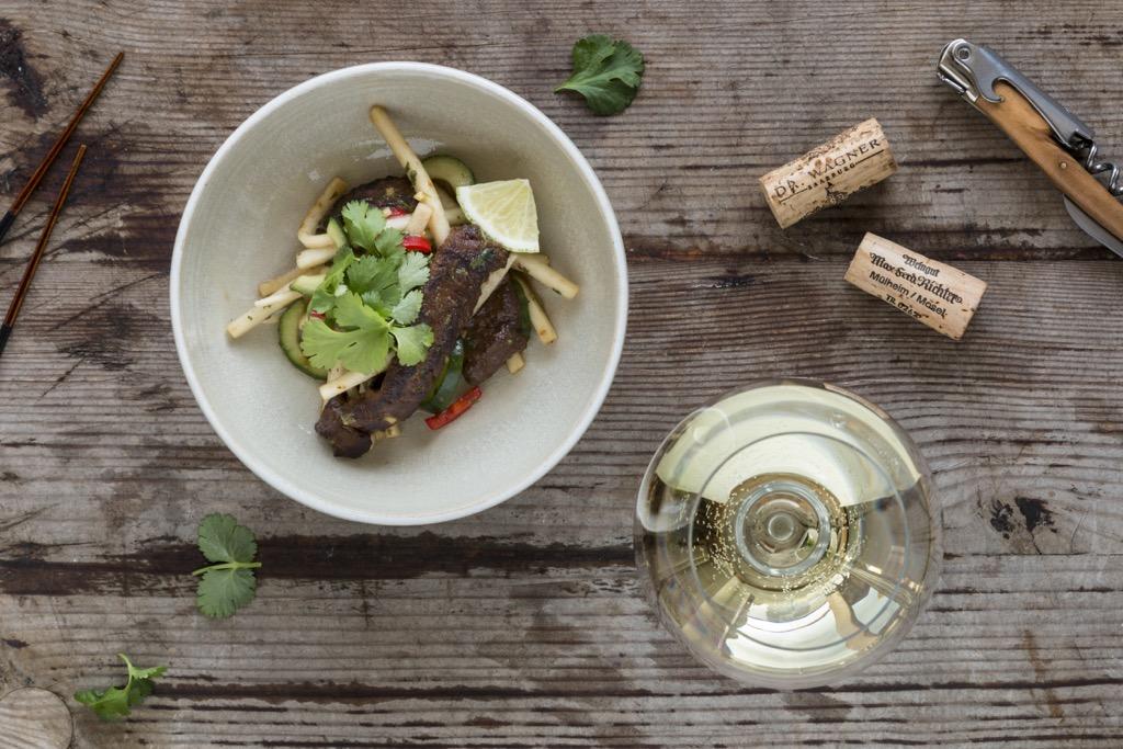 Thai-Beef-Salat-Rinderfiletstreifen-Gurke-Rettich-Koriander-Ingwer