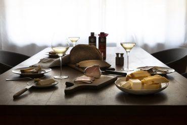 Genussfestival-zuhause-gedeckter-Tisch
