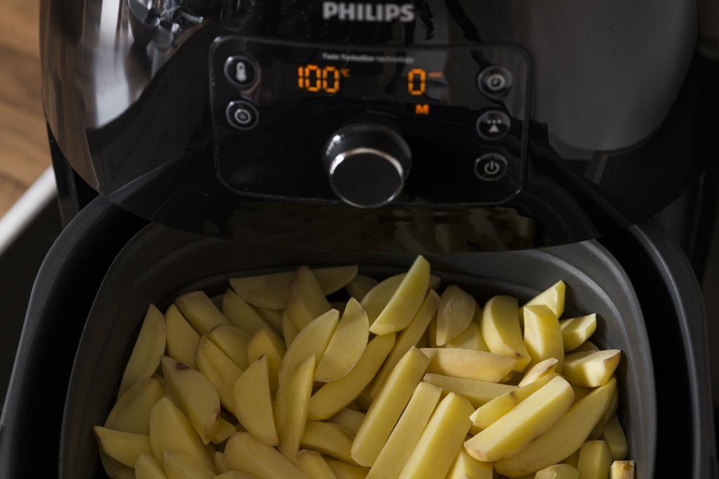 Pommes-im-Airfryer-erster-durchgang