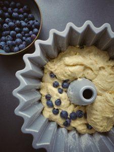 Blaubeeren-Zitronen-Buttermilch-Gugelhupf