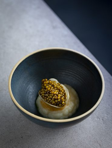 Kaviar I Birne I Topinambur I Liebstöckel I cookingaffairde-15